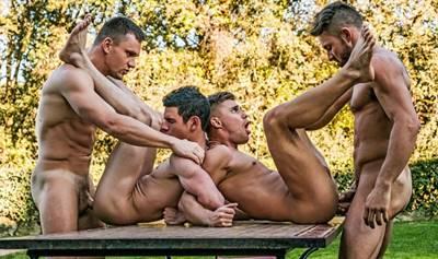 Suruba Entre Homens Gostosos Fazendo Suruba Gay